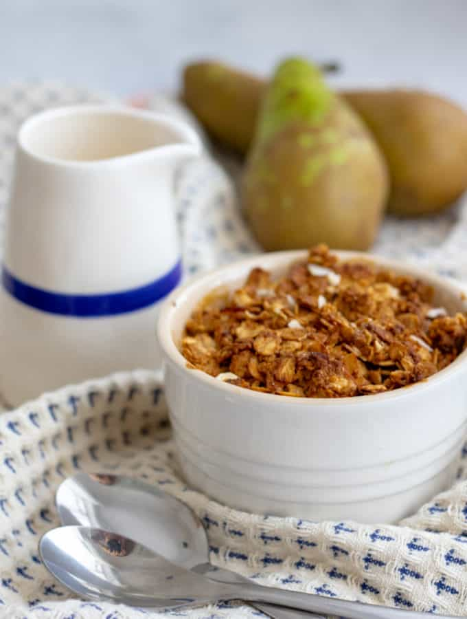 Pear and Ginger Crumble With A Oaty Topping - Healthy, vegan & GF! Georgie Eats.