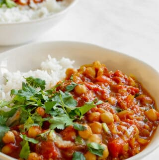 Quick Chickpea Curry - Vegan, GF & Healthy! Georgie Eats.